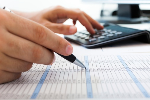 accountant_determining_value_of_business