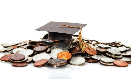 graduation cap and student loan money