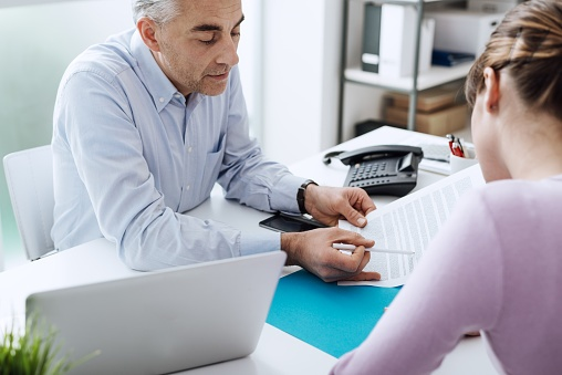 lawyer explaining trusts and bankruptcy