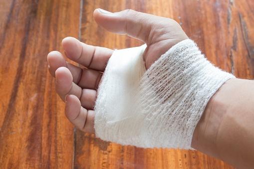 injured_hand_with_bandage