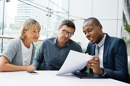 couple visiting accountant