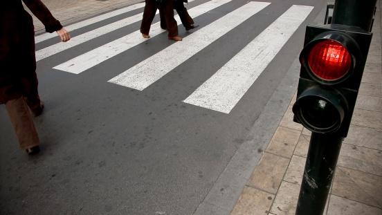 122469968_pedestrians crossing street.jpg