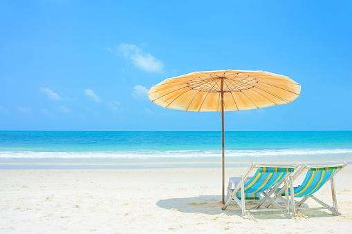 477177752_umbrella_and_chairs_at_beach.jpg