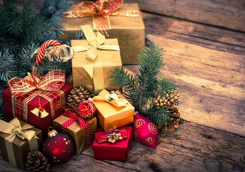 491279480_christmas presents.jpg