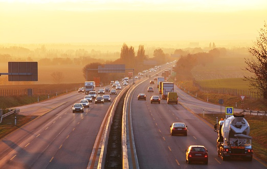 507713928_traffic_on_highway.jpg