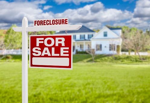 533776837_house in foreclosure.jpg