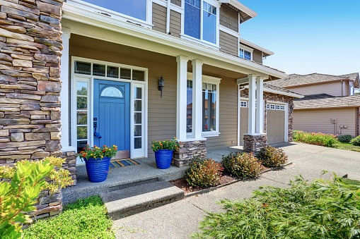 587885028_home in neighborhood.jpg