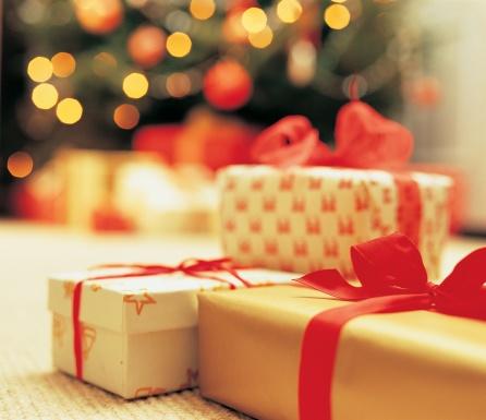 dv841006_christmas_gifts.jpg
